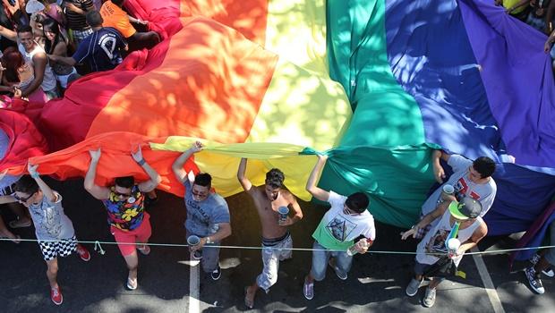 """Conselho de Psicologia recorre de decisão que abre brecha para """"cura gay"""""""