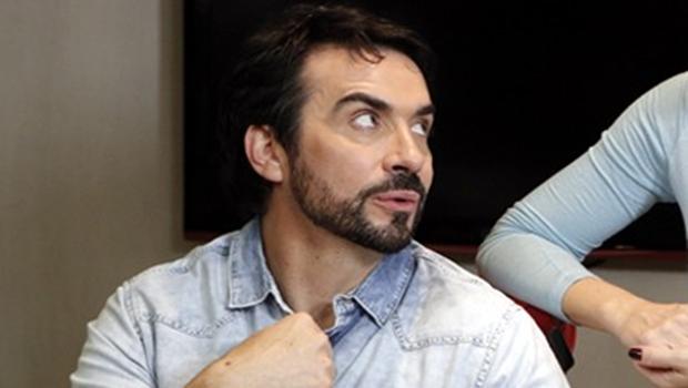 Padre Fábio de Melo responde cantada de fãs pelo Instagram e web vai à loucura