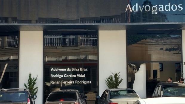 Fachada do escritório de advocacia depois de ato de vandalismo de um dos integrantes do MST. | Foto: Assessoria PMGO