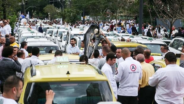 Protesto de taxistas em frente a Câmara Municipal de São Paulo | Foto: Paulo Pinto/ Fotos Públicas