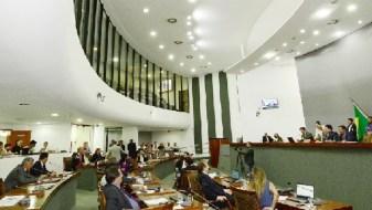 21 entre os 22 deputados presentes na sessão extra votaram contra a autorização para processar o governador