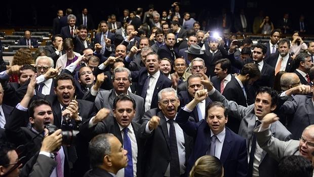 Deputados da oposição realizaram manifestação durante a sessão no plenário | Foto: Gustavo Lima/Câmara dos Deputados