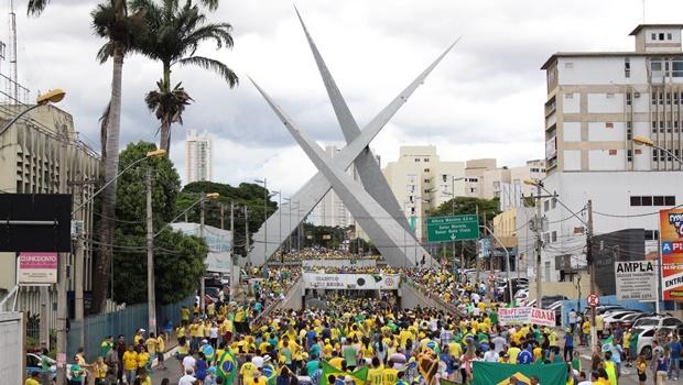 Confira fotos do protesto que levou 60 mil pessoas às ruas de Goiânia