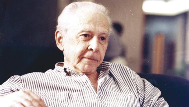 O uísque das cinco do escritor José J. Veiga com o comandante de um navio