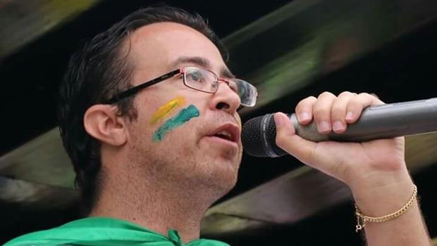 Polícia não descarta motivação política em assassinato de ativista anti-PT