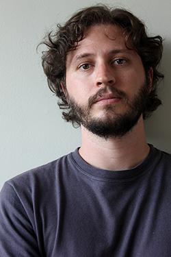 """Maurício de Almeida venceu o Prêmio Sesc de Literatura 2007 com o livro """"Beijando dentes"""""""