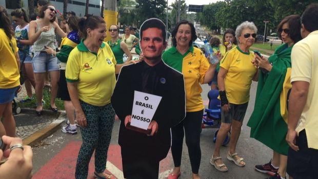 Goianienses voltam às ruas em defesa da Polícia Federal e de Moro