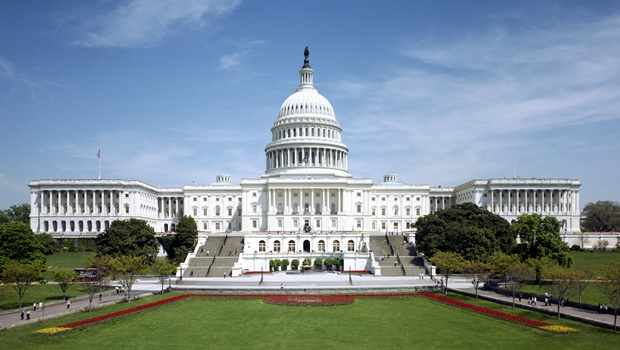 Nos Estados Unidos, tiroteio fecha Congresso e Casa Branca