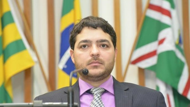 Henrique Arantes cancela sessão ordinária da Assembleia e é criticado por deputados