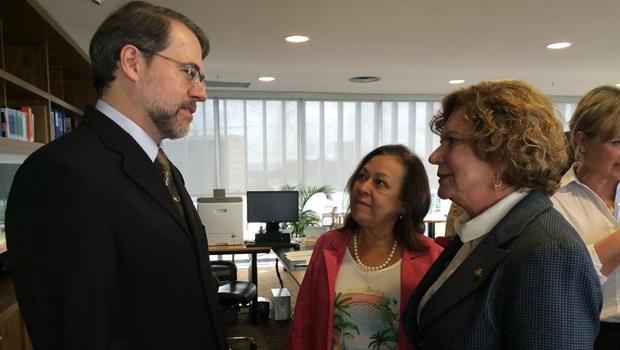 Bancada Feminina do Congresso intervém ao TSE por mais mulheres na política