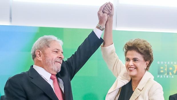 Lula é empossado como ministro-chefe da Casa Civil