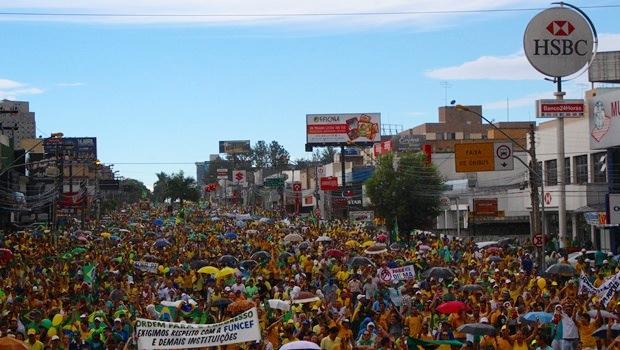 Manifestação pelo impeachment reúne 60 mil em Goiânia, diz PM