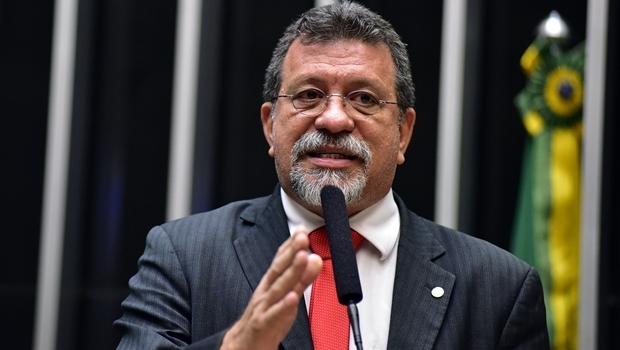 Discurso de Afonso Florence (PT-BA) acusa tentativa de impeachment de golpe | Foto: Zeca Ribeiro/Câmara dos Deputados