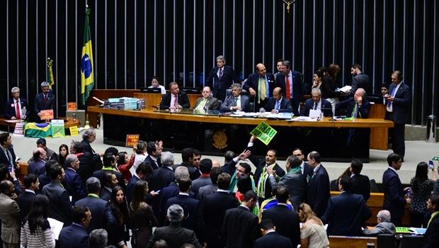 Câmara dos Deputados iniciou às 14 horas a sessão deste domingo (17/4), na qual os deputados votarão sim ou não pela aceitação da abertura do processo de impeachment   Foto: Nilson Bastian