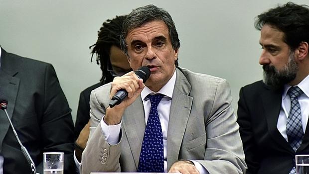 Advogado da União diz que impeachment sem base na Constituição é golpe de Estado