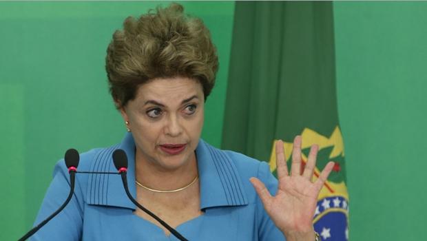 """Dilma diz que fará """"governo de transição"""" caso retorne ao poder"""