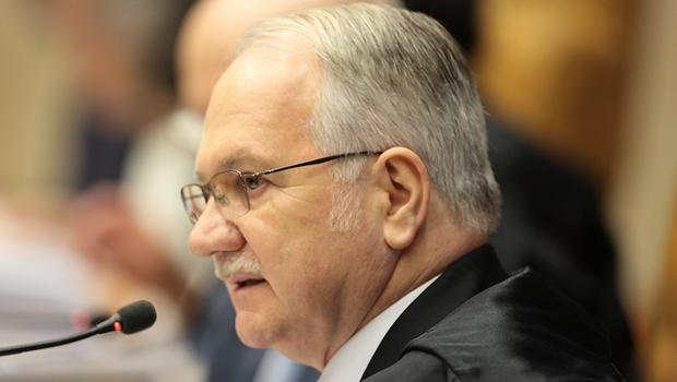 Relator recomenda abertura de ação penal contra Renan Calheiros