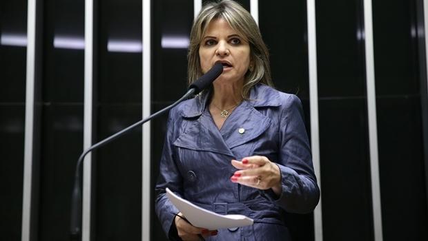 Voz em gravação seria da deputada federal Flávia Morais (PDT-GO), dizem mensagens no WhatsApp   Foto: Ananda Borges/Câmara dos Deputados