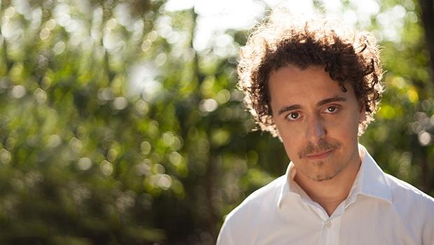 Ao declarar-se publicamente soropositivo, Ramon Nunes Mello acabou construindo a figura de um ícone literário e político, sendo porta-voz de jovens e adultos silenciados pelo medo da discriminação