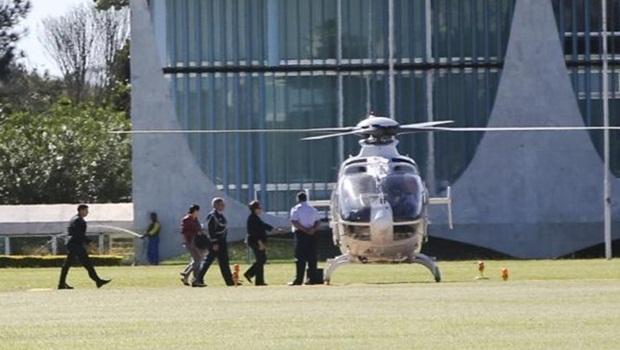 A presidente Dilma Rousseff pega o helicóptero até a Base Aérea de Brasilia, onde embarcou para Nova York   Foto: Marcelo Camargo/Agência Brasil