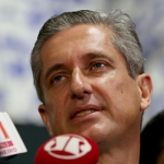 O líder do PSD na Câmara, Rogério Rosso fala à imprensa