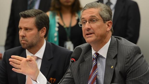 Ao fundo, Carlos Sampaio, e o deputado Rogério Rosso | Foto Fábio Pozzebom / ABr