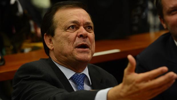 Jovair Arantes apresenta relatório favorável ao impeachment de Dilma Rousseff