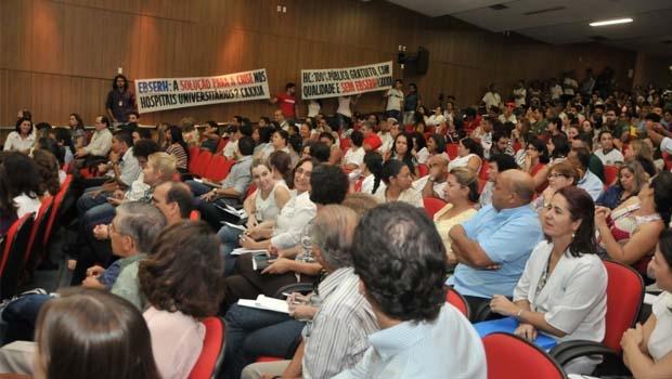 Manifestação em sessão do Consuni, na UFG: prática natural  do meio acadêmico | Divulgação