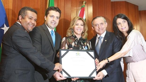 Primeira-dama Valéria Perillo ladeada pelo deputado Santana Gomes, e os vereadores Dr. Gian, Anselmo Pereira e Dra. Cristina   Foto: Mantovani Fernandes