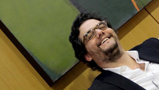 Economista diz que, dormindo, o ator Wagner Moura não percebe que o Brasil virou uma granada