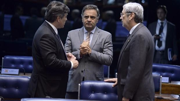 Entre o senador Cássio Cunha Lima (PSDB-PB) e o deputado federal Antonio Imbassahy (PSDB-BA), o senador Aécio Neves (PSDB-MG) foi visto pela última vez no plenário do Senado em 25 de abril | Foto: Jefferson Rudy/Agência Senado