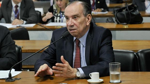 PSDB vive dilema de sair sem sair