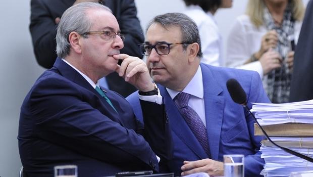 Eduardo Cunha e o advogado durante a sessão | Foto: Lúcio Bernardo Jr. / Agência Câmara