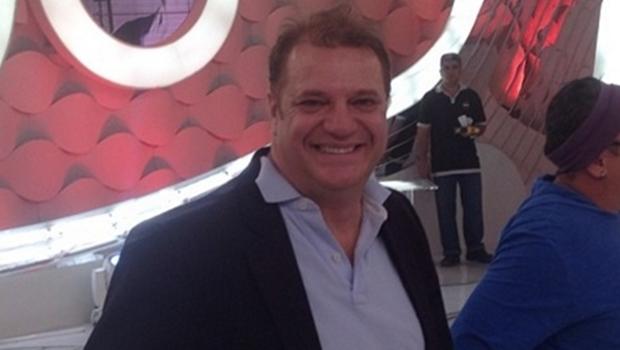 """Humorista Marcos Bazzar é vaiado ao chamar PT de """"corja"""" em show"""
