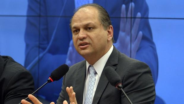 Ministro da Saúde pede desculpa após dizer que homens trabalham mais