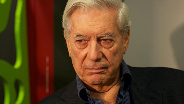 """Vargas Llosa: """"Dilma herda corrupção que nasceu com Lula"""""""