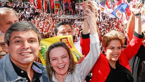 Senadores Lindbergh Farias e Gleisi Hoffmann com a presidente Dilma Rousseff, todos do PT   Foto: Roberto Parizotti/ CUT