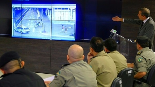 Secretário José Eliton durante reunião no centro de inteligência | Foto: Wildes Barbosa