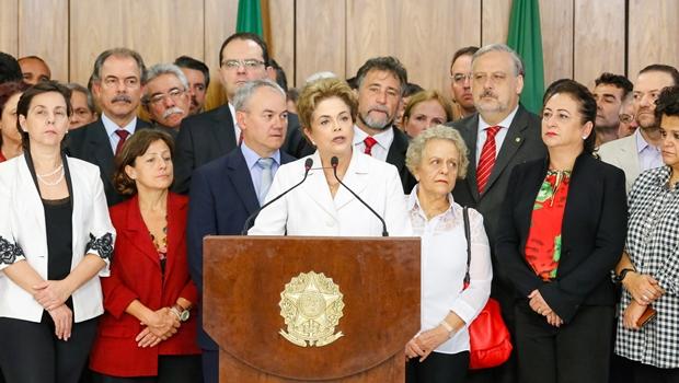 """Dilma: """"O que mais dói é ver que estou sendo vítima de uma farsa jurídica e política"""""""