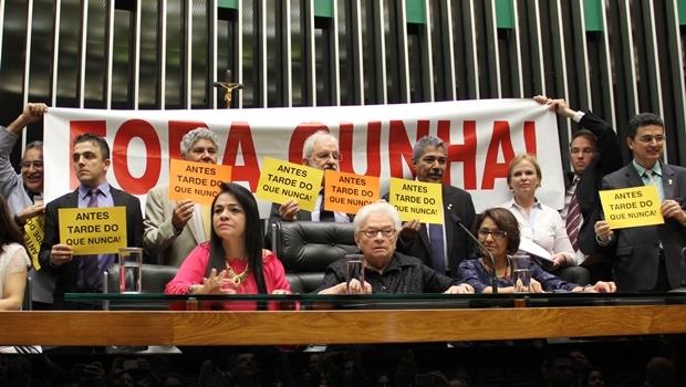 Bancada do PSOL comemora afastamento de Eduardo Cunha da Câmara dos Deputados | Foto: PSOL