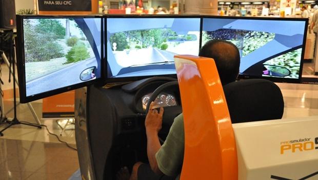 Aulas em simuladores de direção passam a ser obrigatórias a partir de 8 de janeiro