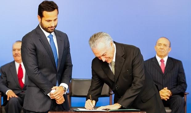 Ministro da Cultura é empossado por Temer. Ao fundo, José Sarney e o ministro Eliseu Padilha | Foto: Beto Barata/PR