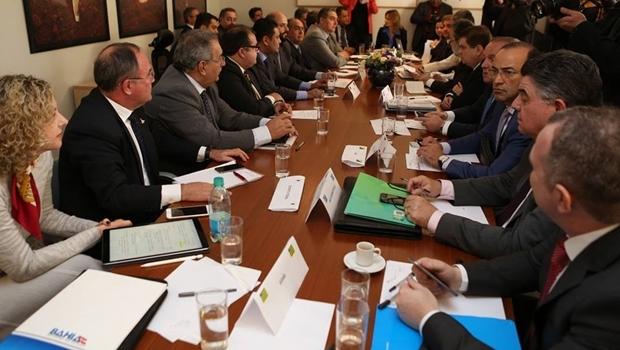 Ana Carla Abrão Costa (à esq.), durante reunião no Ministério da Fazenda | Foto: Sefaz-GO