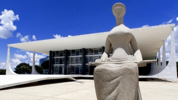 Justiça 1 Estátua-simbolizando-a-Justiça-fica-em-frente-à-sede-do-Supremo-Tribunal-Federal-na-praça-dos-Três-Poderes-em-Brasília