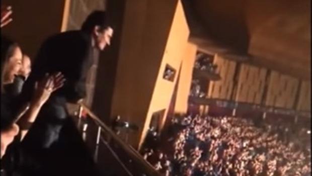 Juiz federal Sergio Moro assistia ao show da banda Capital Inicial quando foi aplaudido pelo público | Foto: Reprodução/YouTube