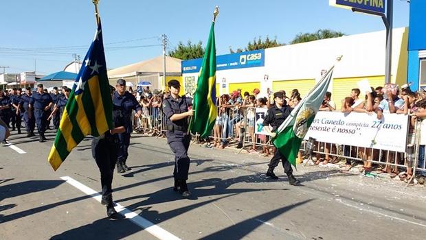 Senador Canedo comemora 27 anos com desfile cívico