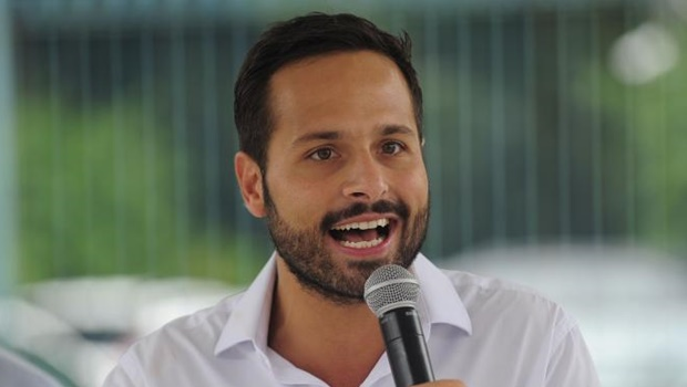 """Ministro da Cultura critica protesto de brasileiros em Cannes: """"Infantil e totalitário"""""""