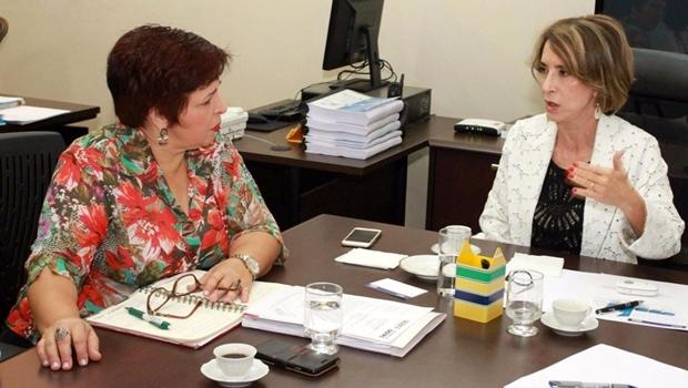 Raquel Teixeiraem reunião com a presidente do Sintego, Bia de Lima | Foto: Divulgação / Seduce