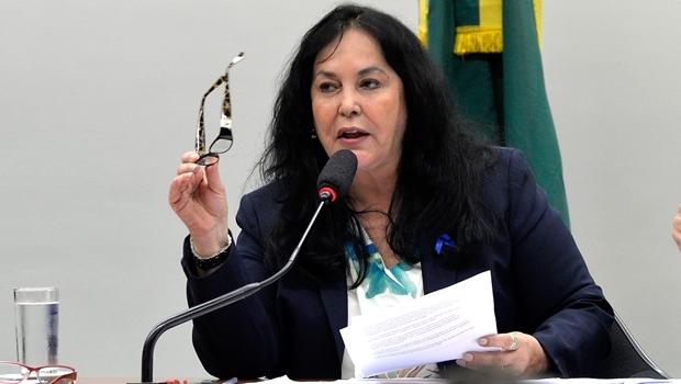 Brasília - Presidenta da CMO, senadora Rose de Freitas, durante votação do projeto (PLN 5/15) que autoriza o governo a fechar o ano de 2015 com déficit primário de até R$ 119,9 bilhões (Antonio Cruz/Agência Brasil)