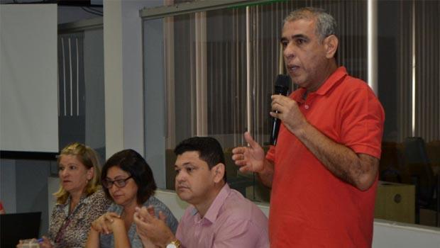 Zé Roberto propõe audiência pública para debater a cadeia produtiva do leite
